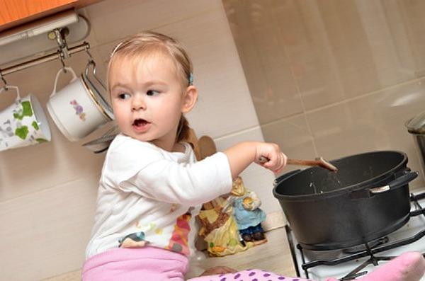 Ustioni nei bambini un rischio che possiamo prevenire - Cucinare coi bambini ...