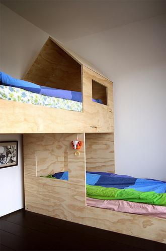 Letto a castello in legno chiaro design nordico