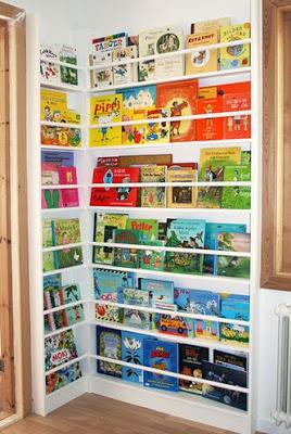 Angolo libreria bambini colorato