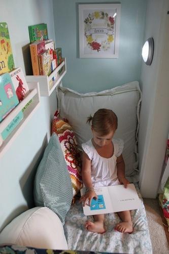 Angolo lettura armadio
