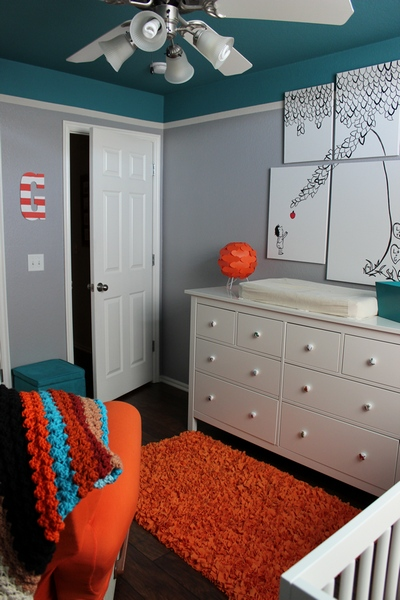 colore cameretta blu pavone grigio arancio