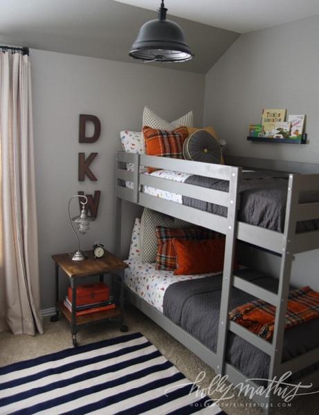 cameretta da maschio grigio e arancio